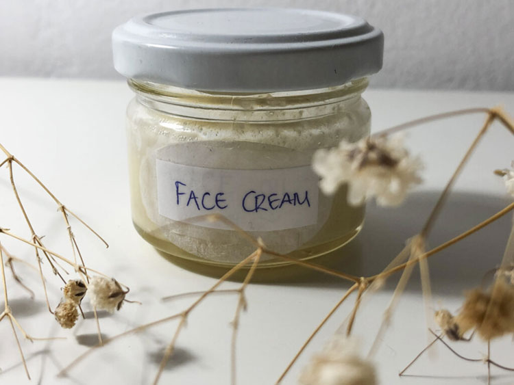 DIY Face Cream For Acne Using Only 5 Ingredients